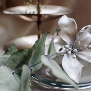 Lírio em porcelana fria