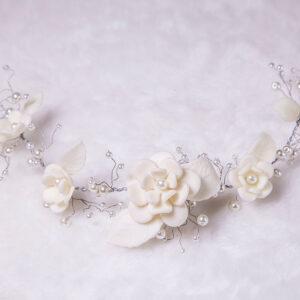 Guirlanda de mini rosas em porcelana fria